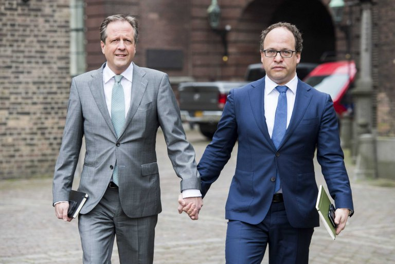 Alexander Pechtold and Wouter Koolmees holding hands